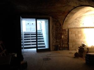 Aménagement de la salle de brassage: construction d'un mur en briques