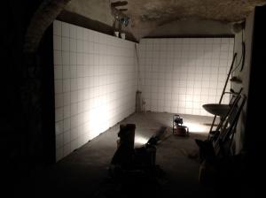Aménagement de la salle de brassage: carrelage du mur